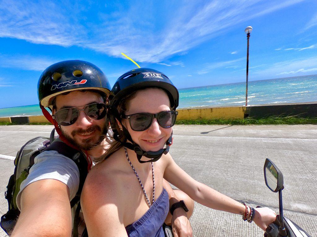 nur mit handgepäck reisen - auch auf dem Roller an der Küste entlang