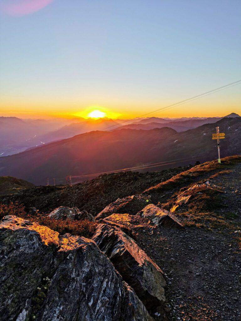 Sonnenaufgang in den Tuxer-Alpen – Traumpfad München Venedig